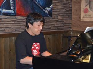 浜博志(ピアノ&アレンジ)